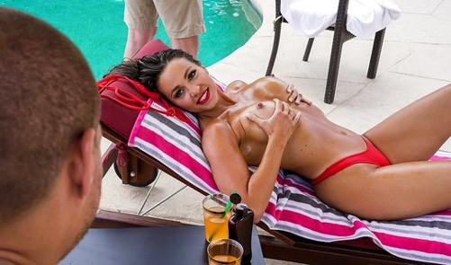 Жена красотка соблазнила соседа упругими сиськами порно 365