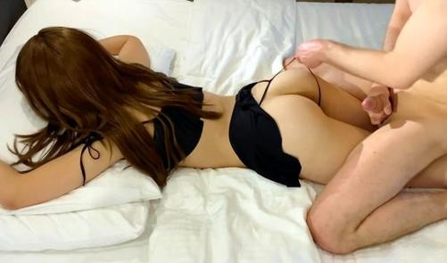 Девушка устроила домашнее порно в позе раком