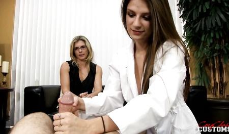 Порно Муж Изменяет При Жене С Медсестрой