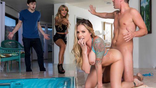 Секс В Ресторане С Блондинкой