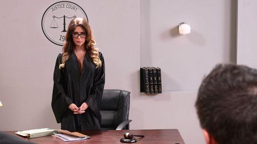Порно судьи трахают, она храпит а ее трахают видео